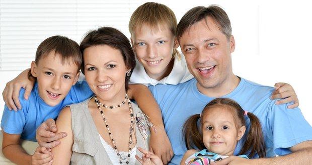 Dnešní rodiče jsou s dětmi mnohem větší kamarádi. Ani to by se však nemělo přehánět, varuji psychologové