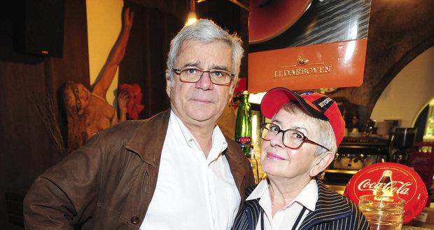 Herec Petr Štěpánek (65) se svou druhou manželkou, režisérkou populárního seriálu Kamarádi či pohádky Zlatovláska, Vlastou Janečkovou (†77)