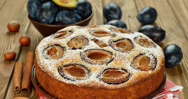 Upečte si třebavýtečný šťavnatý koláč se švestkami provoněný skořicí.