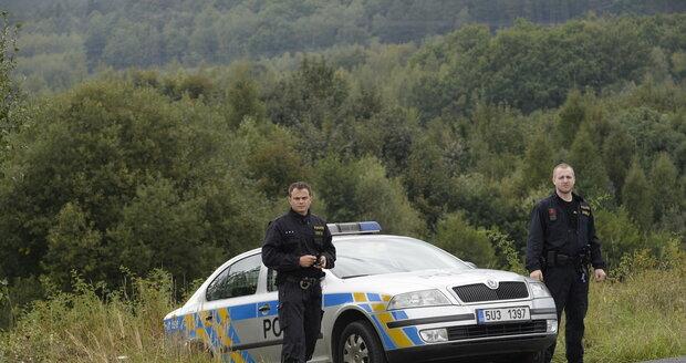 Policie uzavřela příjezdovou cestu k místu nálezu