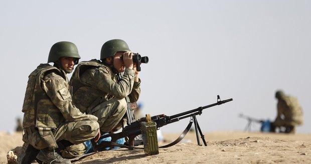 NATO schválilo turecký boj s Islámským státem, Ankara o pomoc nepožádala