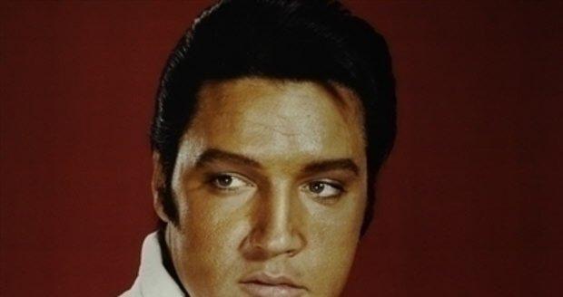 Příčinou smrti Elvise Presleyho nebyly problémy se srdcem, ale zácpa. Tvrdí to jeho osobní lékař.