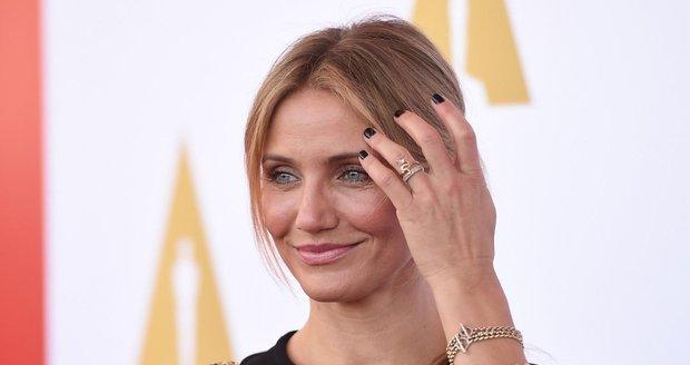 Herečka se objevila s novým prstenem.