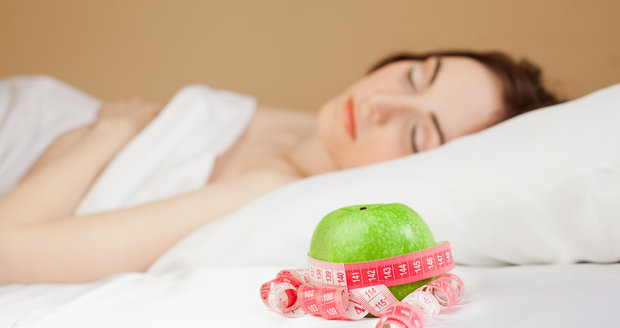 Vydatný spánek pomáhá s hubnutím víc, než si myslíte.