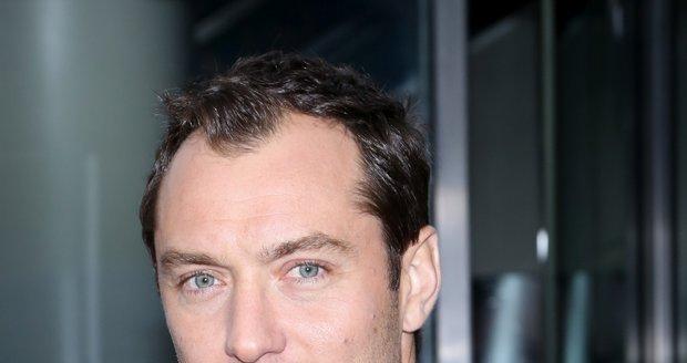 Jude Law se s matkou svého pátého dítěte již rozešel.
