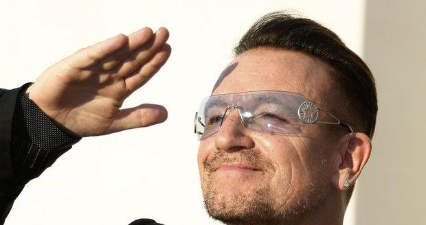 Zpěvák Bono nosí pokaždé jinak tónované brýle.