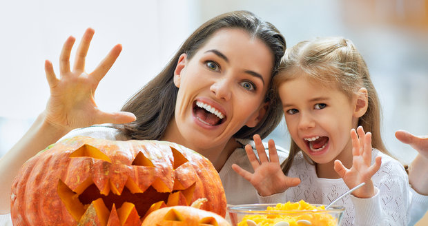 Vyrobte si doma s dětmi vlastní halloweenské strašidlo! Je to snadné a bude se jim to líbit.
