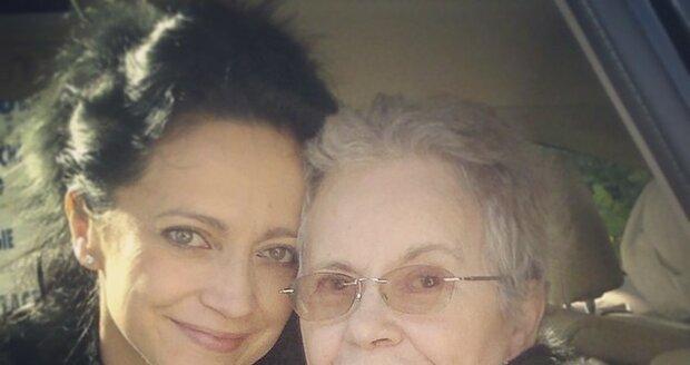 První fotografie Lucčiny maminky poté, co se probrala z kómatu.