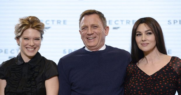 Agent 007 po boku nových Bond girls