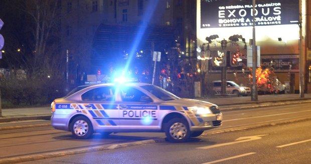 Policisté o úterní půlnoci naháněli motorkáře, který za řidítky motocyklu neměl co pohledávat. (ilustrační foto)