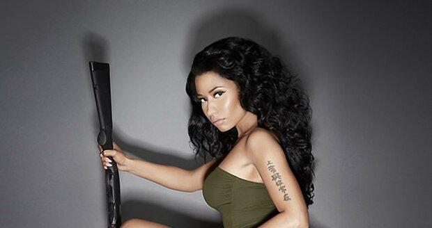 Svůj první singl vydala roku 2007