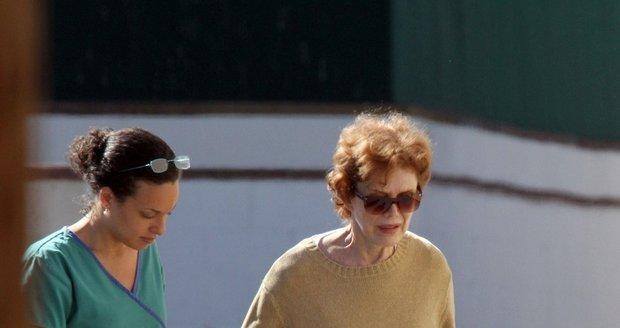 Matka Jennifer Aniston Nancy Dow svou dceru vždy kritizovala.