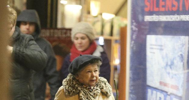 Aťka Janoušková se na svůj věk vůbec necítí.