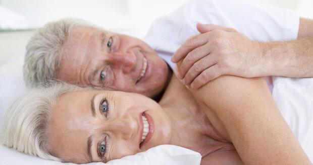 Po padesátce nezapomínejte ani na aktivní sexuální život, jen buďte opatrné!