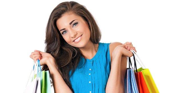 Poradíme vám, jaké oblečení teď mají v obchodech.