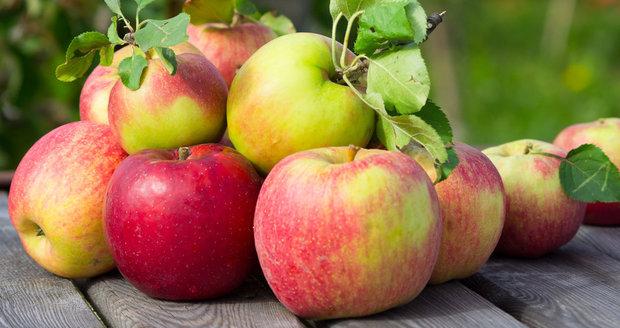 Veděli jste, že jablíčka mohou třeba zabránit vysušení kuřete při pečení?