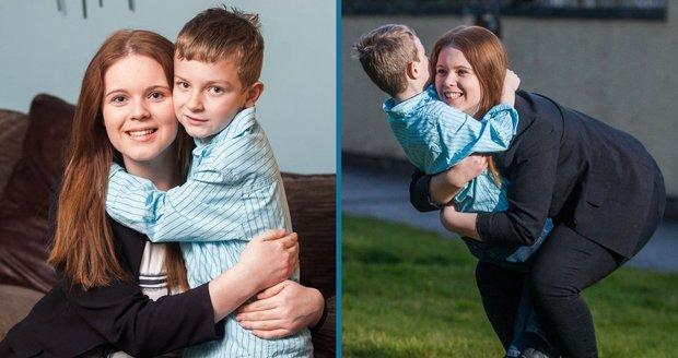 Šestnáctileté Chloe se všechny vzpomínky jako zázrakem vrátily poté, co se s ní pomazlil její mladší bráška Caleb (6).