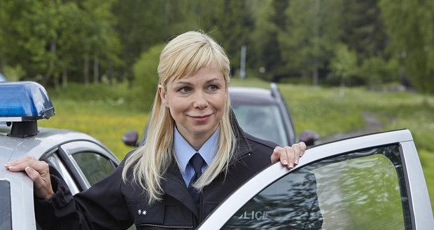 Jaroslava Stránská v seriálu Policie Modrava hraje policistku, kterou trápí manželské problémy