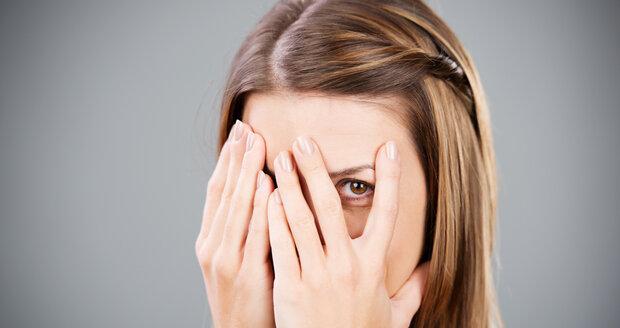 Oteklý obličej neschovávejte, ale raději vyhledejte odbornou pomoc, může jít i o vážnější nemoc.