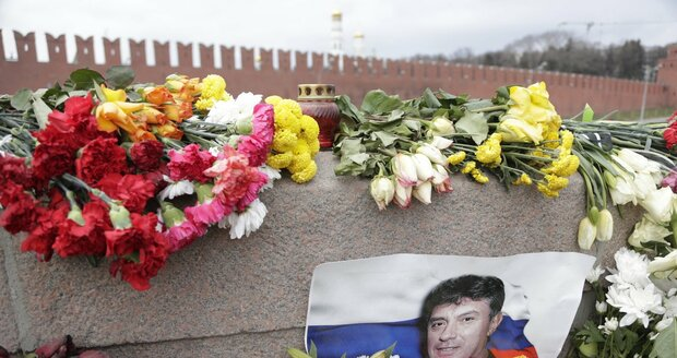 Němcov nemá klid ani po smrti: Vandalové poškodili jeho pomník!