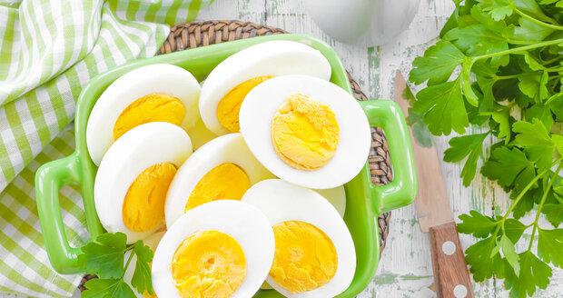 Vařená velikonoční vejce můžete využít mnoha způsoby.
