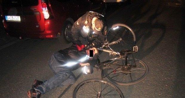 Přímo před zraky pražských strážníků z kola upadl cyklista, nadýchal 2,14 promile. (ilustrační foto)