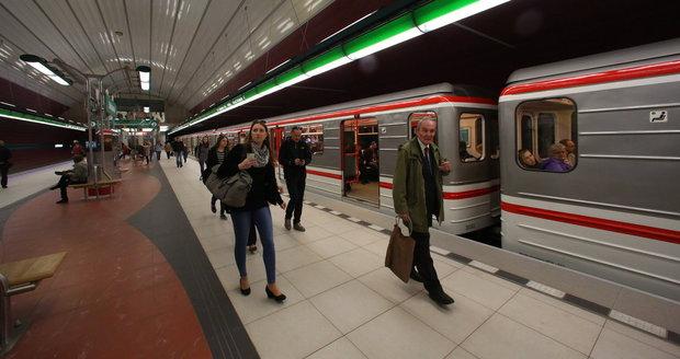 Výtahy ve stanici metra Bořislavka nefungují, když foukne vítr