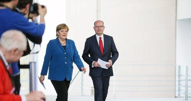 Jak na pašeráky uprchlíků? Na Maltě jednají lídři EU, Sobotka má dva hlasy