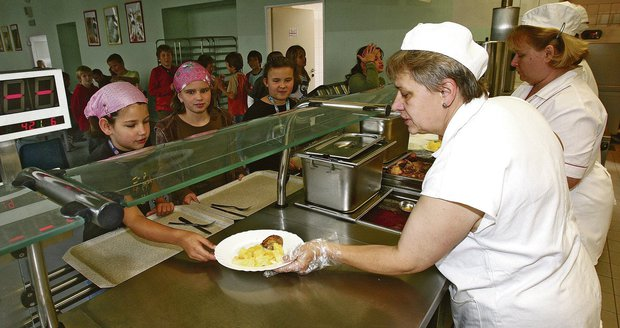 Ve vybraných dvaceti brněnských školách začnou vařit pro děti s bezlepkovou, bezlaktózovou či diabetickou dietou speciální stravu.