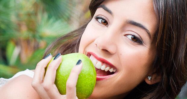 O tom, že budete vážit méně, rozhodne třeba i to, že si často dáte jablko místo zmrzliny