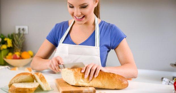Chléb může pomoci i při úklidu. Schválně to vyzkoušejte.