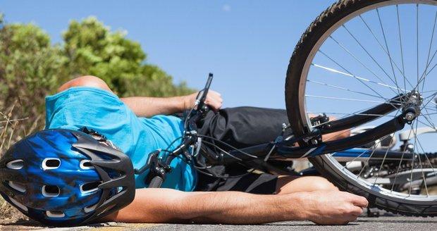 Fabie srazila cyklistku: Pro seniorku v kritickém stavu letěl vrtulník