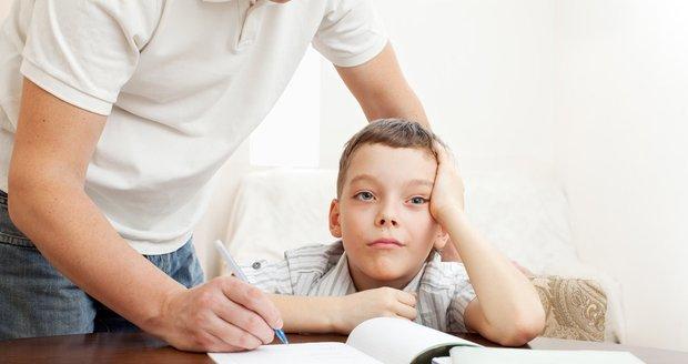Každý chce, aby jeho dítě uspělo. Přílišná péče má ovšem opačný účinek.