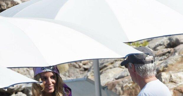 Richard Gere si užívá se svojí novou přítelkyní na dovolené na Sicílii.