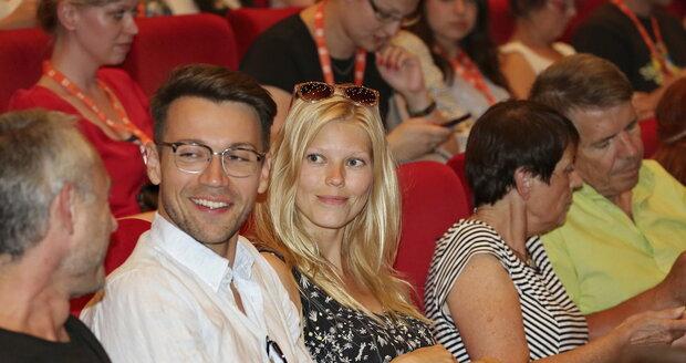 Lukáš Hejlík s manželkou Veronikou zářili štěstím.