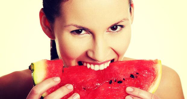 Jedním z nejlepších jídel, která vás zbaví PMS, je červený meloun. V létě ideální!