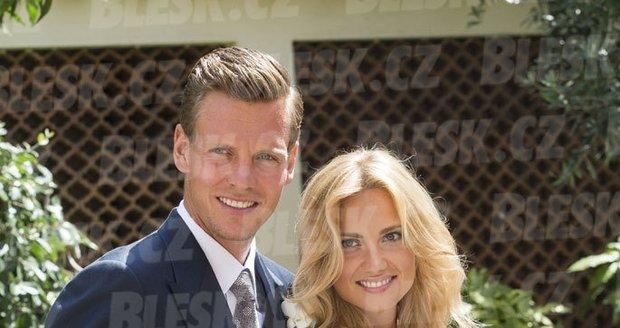 Novomanželé Tomáš a Ester.