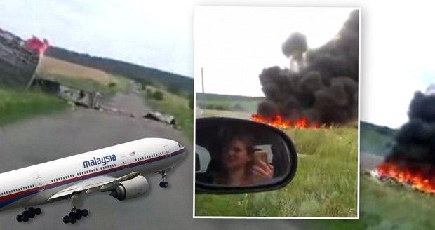 """Šokující video trosek letu MH17: Po sestřelení z nebe """"pršela"""" těla!"""