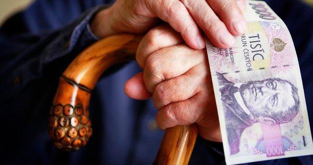 Důchody i minimální mzda porostou: Komu stát v roce 2017 přidá?