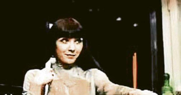 1980 - Dáda hrála v komedii Vrchní, prchni! svůdnou Manuelu.