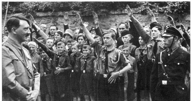 Příslušník SS zlehčoval holokaust. Starce (96) doma přepadli a svázali, našel ho pečovatel