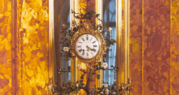 I hodiny jsou vyrobeny z drahého kovu.