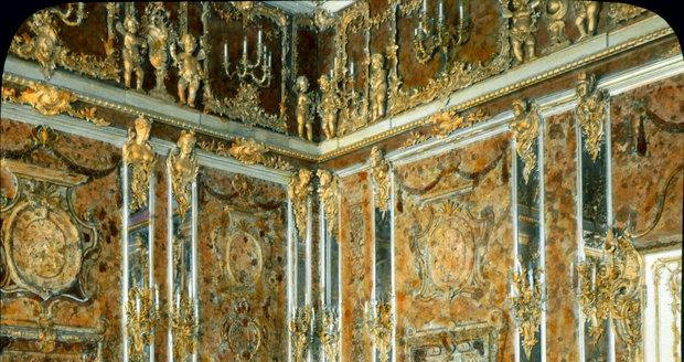Zlato, kam se podíváš: Jantarová komnata se ztratila za 2. světové války. K vidění už je pouze tato její věrná replika, jež se nachází v Petrohradu.