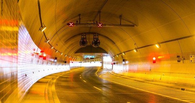 Průjezd Blankou zkomplikovaly rampouchy, uzavřeli kvůli nim jízdní pruh