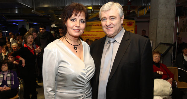 O desítky milionů a dobrou pověst mělo přijít populární pěvecké duo Eva a Vašek. Za vším prý vězí spolupráce s majitelem Šlágr TV Karlem Peterkou.