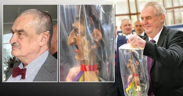 Zeman dal Schwarzenbergovi vozembouch, který sám dostal: Vypadal prý jako kníže