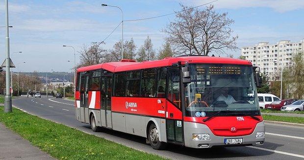 Společnost Arriva měla v srpnu problémy s nedostatkem řidičů, v září naopak s autobusy.