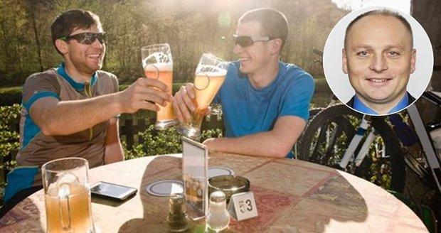 Cyklista hladinku mít nesmí: Poslanci smetli návrh na jedno pivo za řídítky