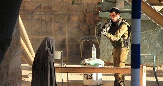Trest pro mladou Palestinku (†18): Chtěla bodnout izraelského vojáka, za to schytala kulku