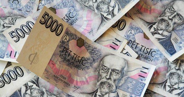 Bankovky v hodnotě několika desítek tisíc korun našla v Brně žena (39), poletovaly na ulici. (Ilustrační foto)